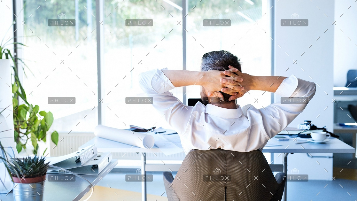 demo-attachment-477-Businessman-at-the-desk-in-his-office-resting.